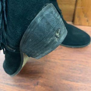 Minnetonka Shoes - Minnetonka fringe booties